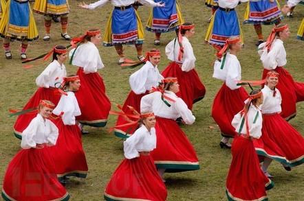 estonia_folk_dancing.jpg