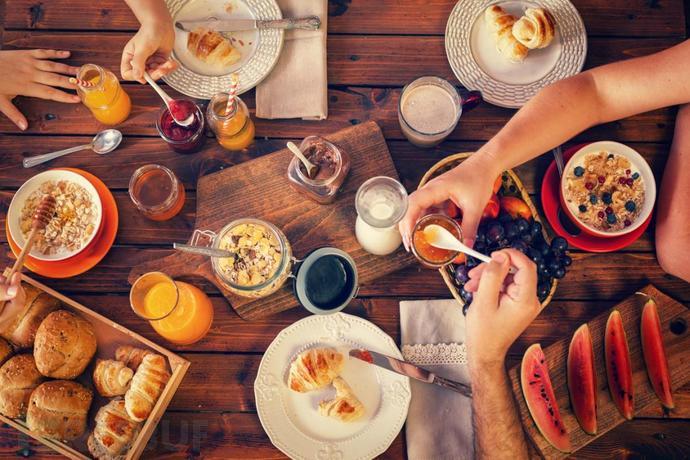people-having-breakfast.jpg