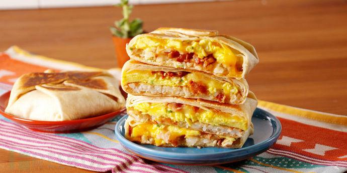 landscape-1492181150-delish-breakfast-crunchwrap-supreme-2.jpg