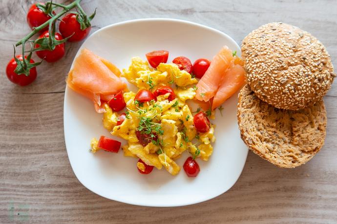 Egg-Tomatoes-Salmon-Brunch-Roll-Food-Breakfast-4060711.jpg