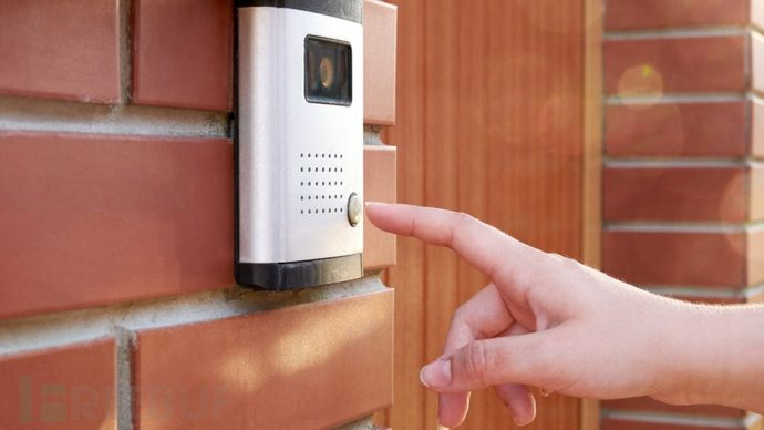 smart-doorbell-with-hand-approaching-900x506.jpg
