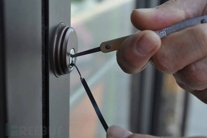 """Esiste un campionato legale di """"Lock Picking"""", l'arte di aprire serrature  senza usare la chiave"""